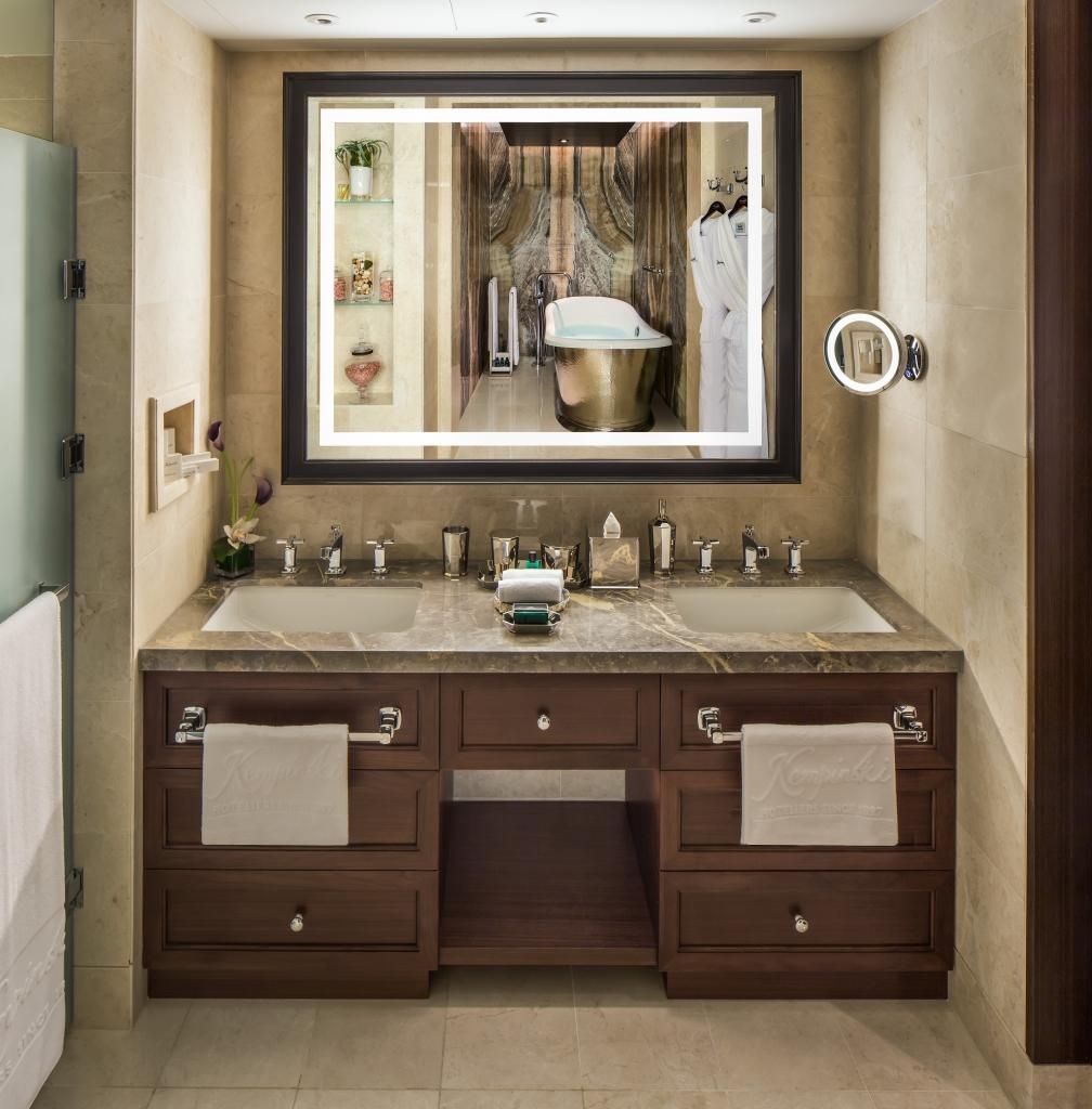 3_Bedroom_Ski_Chalet_Master_Bathroom_