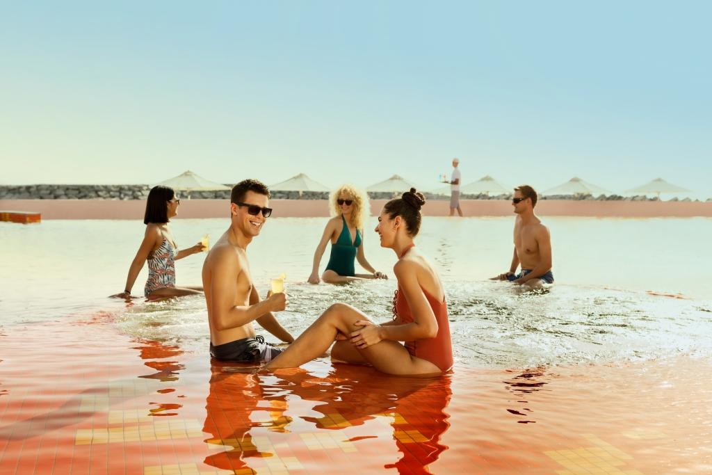 Lava Beach Club - Sunken Jacuzzis