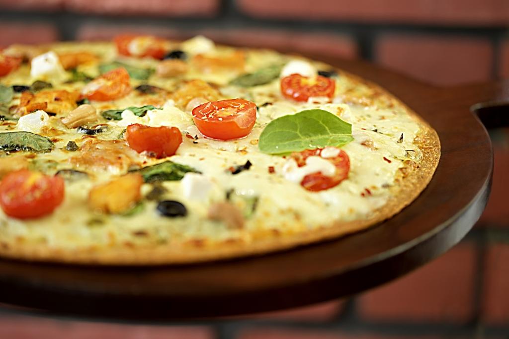 Pesto and feta pizza